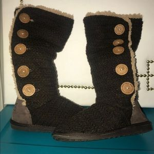 Dark Brown MukLuks 5 button Yarn Boots